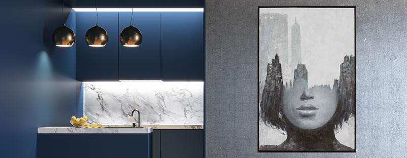 Foto zeigt ein Bild an der Küchenwand