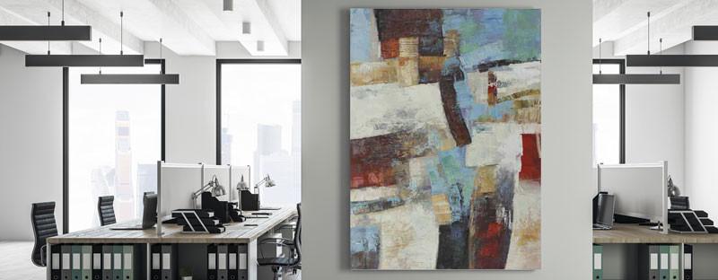 Abstraktes Bild an einer Bürowand
